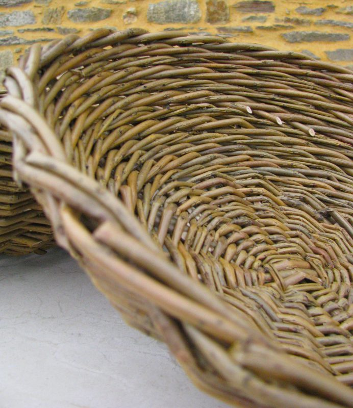 corbeille tressée en osier brut