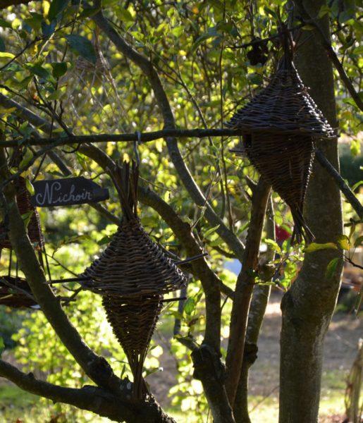arbre à nichoirs à oiseaux en osier